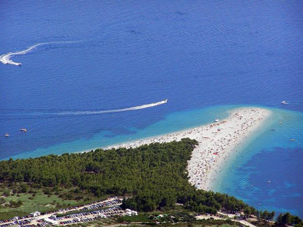 Zlatni Rat, a praia mais bonita da Croácia fica em Bol, na ilha de Brac