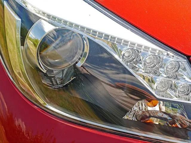 car-headlights-1751749_640