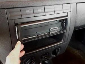 plastic-trim-removal-car-radio-stereo