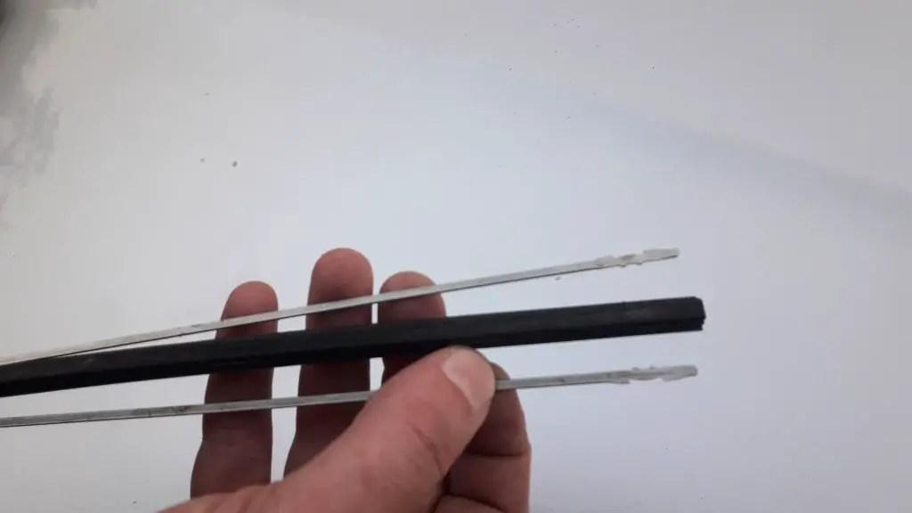 insert-metal-rails-wiper-refill