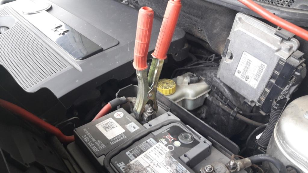 how-to-jump-start-car-jumper-cable-clamp-position