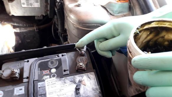 how-to-clean-battery-terminals-apply-lithium-grease-on-clamps-terminals