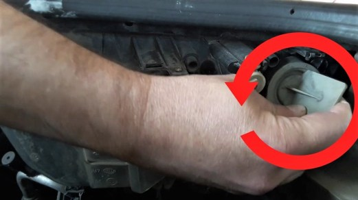 how-to-take-off-turn-signal-bulb-socket