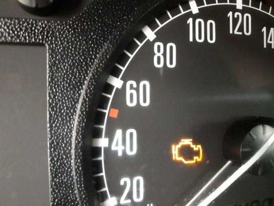 bad-O2-sensor-symptoms-check-engine-light