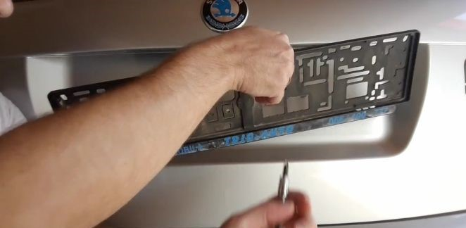 how-to-install-license-plate-frame-remove-license-plate-frame
