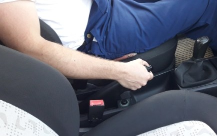 how-to-find-reverse-gear-on-stick-shift-car-pull-handbrake