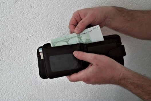 how-to-talk-car-dealer-down-show-cash