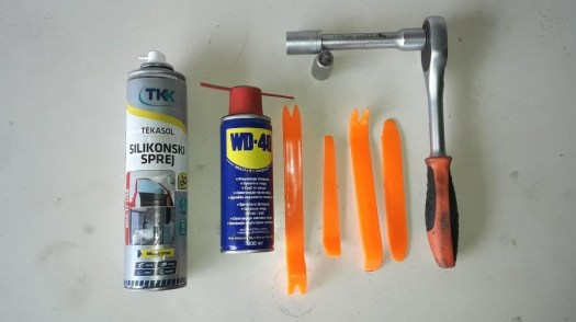 silicone-spray-wd-40-spray-trim-tools-ratchet-socket