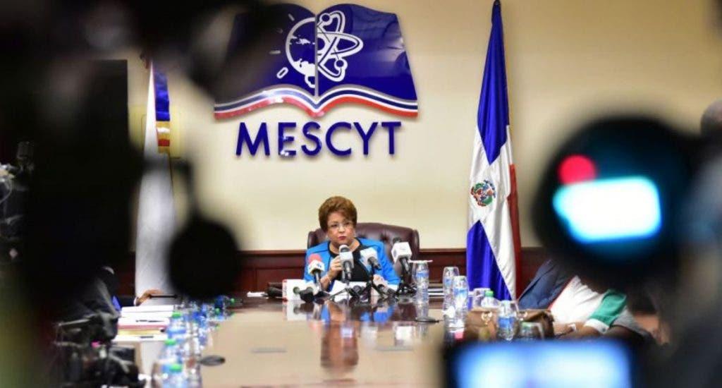 Mescyt advierte solo los universitarios vacunados podrán asistir a las clases presenciales en agosto