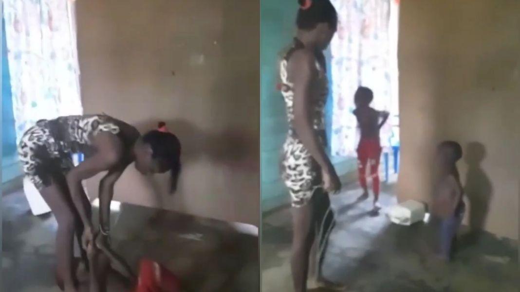 Indignante: Mujer golpea a su niño con un caable eléctrico // Video