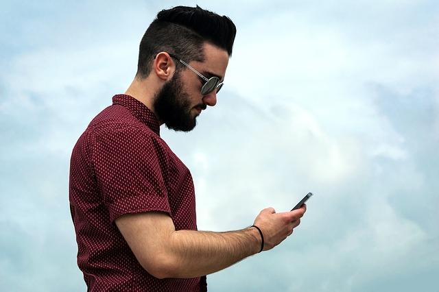 Smartphones y problemas posturales – Despierta y Entrena