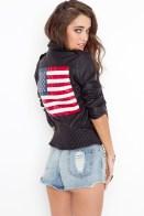 Chaqueta de cuerina con manga 3/4 y la bandera de EE.UU en la espalda.