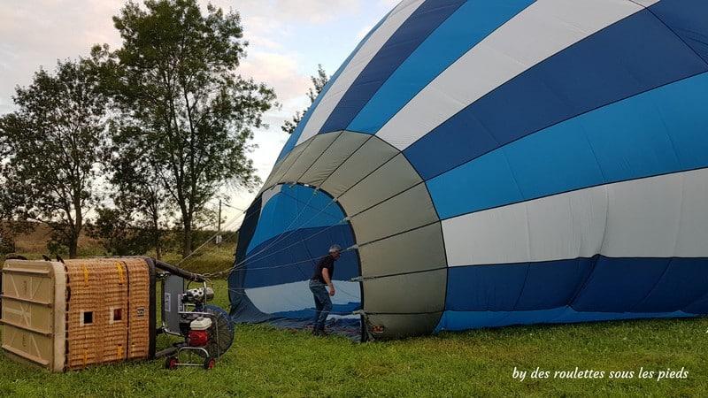 vol en montgolfière préparation du ballon