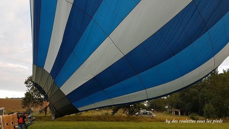 vol en montgolfière le ballon se lève