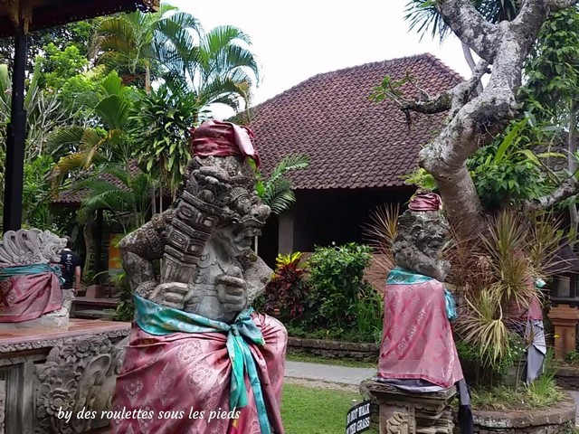visiter bali ubud et le nord ubud palace statues