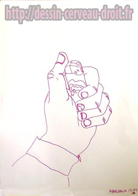 Main de Margaux, dessinée au stylo rouge, en regardant un peu la feuille, le 17 février 2015.