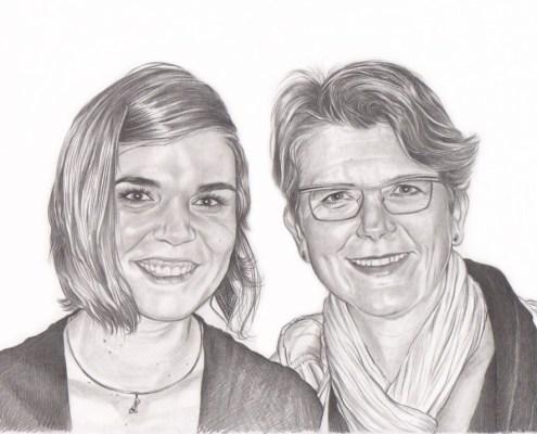 Portrait dessin d'après photo d'une mère avec sa fille en noir et blanc