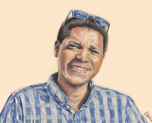 Portrait dessin d'après photo d'un jeune homme souriant avec des lunettes de soleil