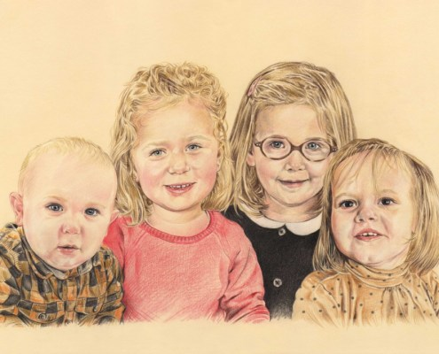 Portrait dessin d'après photo de quatre enfants en couleur