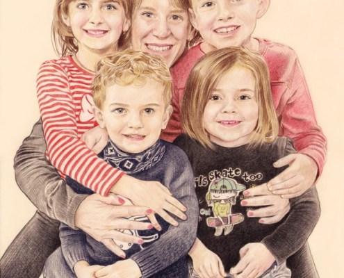 Portrait dessin d'une maman avec ses quatre enfants