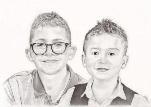 Portrait dessin de deux jeunes frères en noir et blanc