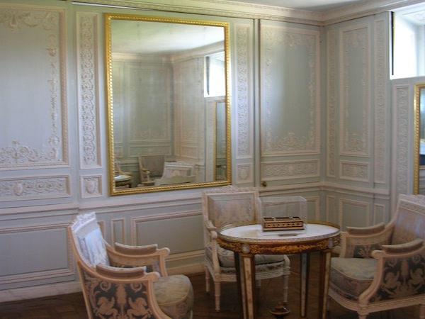 Petit Trianon Lucky 2B Here