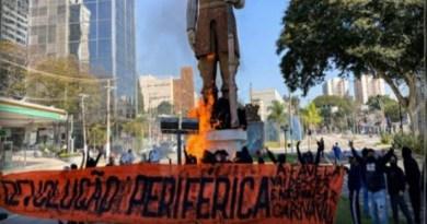 """""""Militantes"""" de esquerda incendeiam estátua de Borba Gato em SP"""