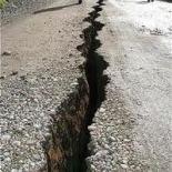Arriva un potente e devastante terremoto e la Chiesa continua a cantare a Dio