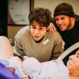 Le abominazioni nel mondo continuano: Nebraska, a 61 anni partorisce in vitro per figlio gay.