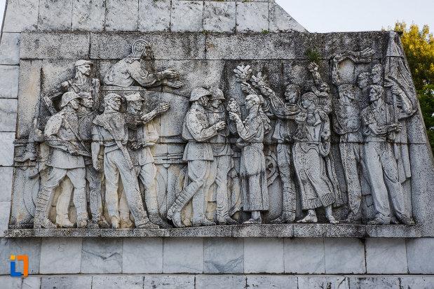 monumentul-ostasului-necunoscut-din-timisoara-judetul-timis-sculptura-in-relief.jpg