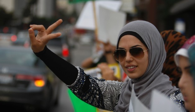 130423202813-obeidallah-muslim-peace-sign-story-top