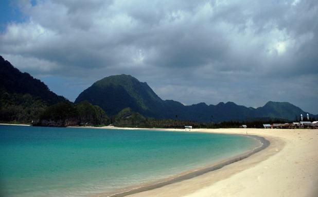 Wisata Aceh : Menikmati Keindahan Pantai Lampuuk