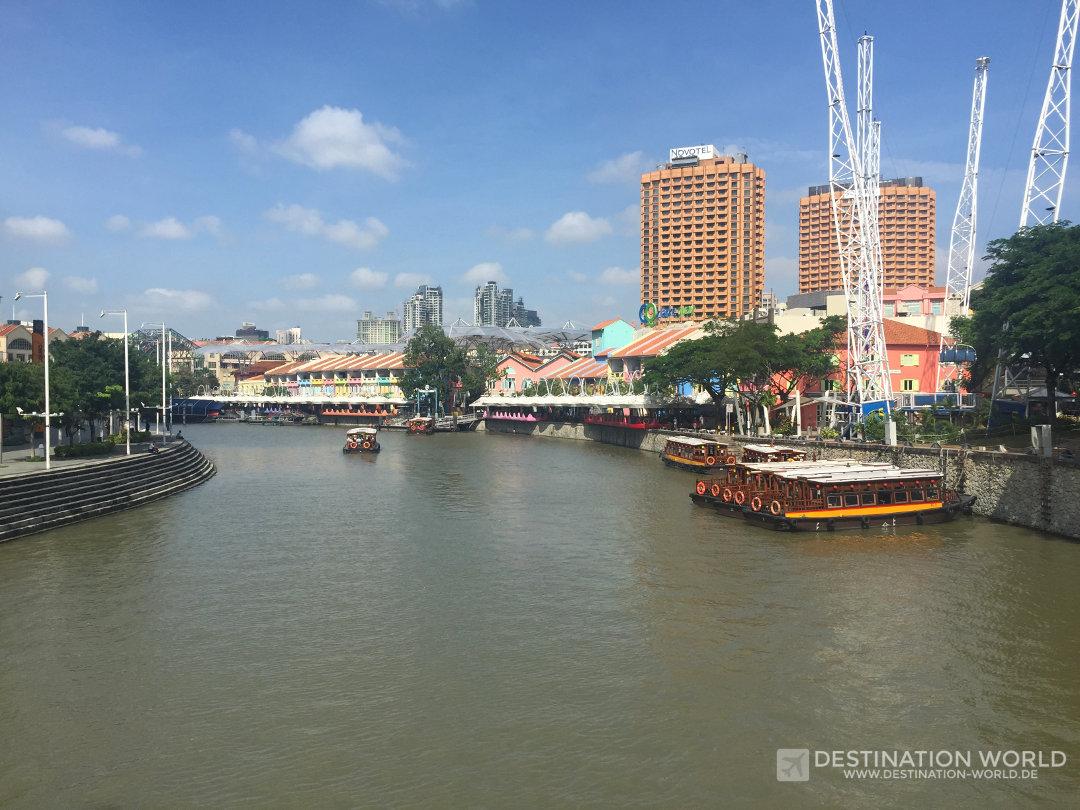 Blick entland des Singapur River und Clarke Quay