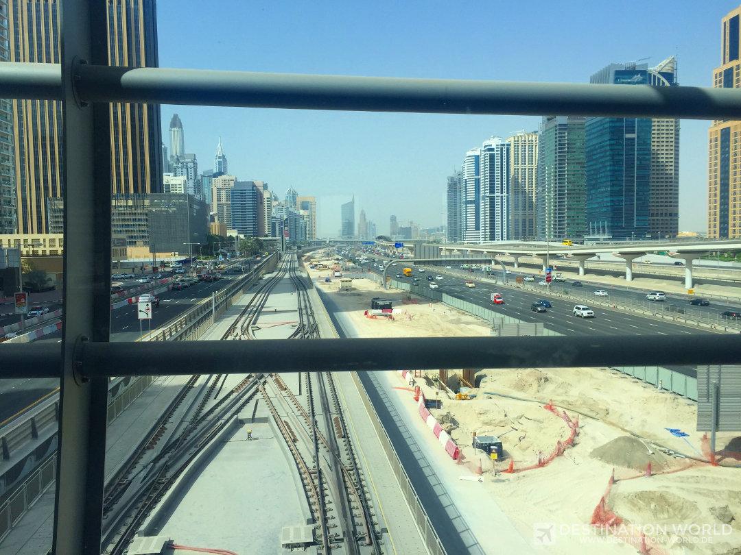 Seit kurzem umrundet die Dubai Tram die Marina