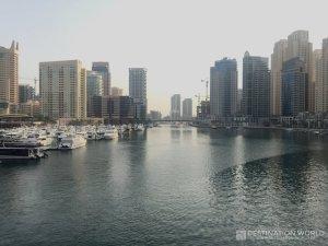 Blick endlang der Dubai Marina