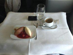 Nachspeise des Mittagessen in der Lufthansa Business Class