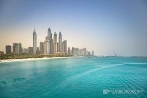 Blick auf die höchsten Hochhäusern der Welt in der Dubai Marina