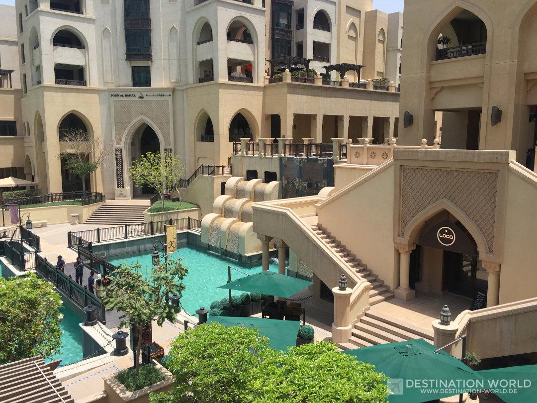 Es gibt tolle Ecken mit ruhigen Restaurants oder Cafes versteckt im Souk al Bahar