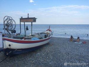 Strand von Noli in Ligurien