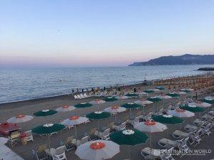 Ein Großteil des Strandes von Savona ist vermietet