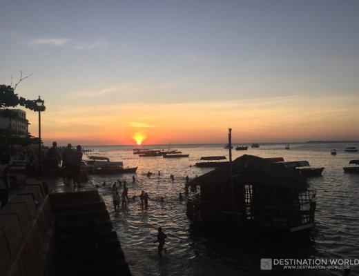 Sonnenuntergang am Hafen von Stone Town