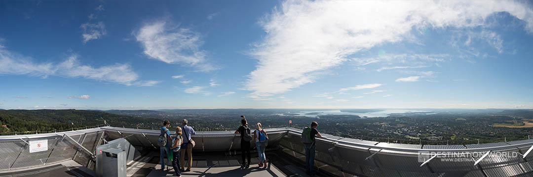 Blick von der Aussichtsplattform auf der Sprungschanze