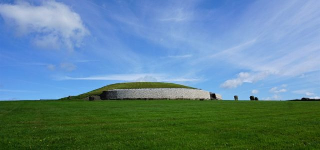 Newgrange Monolith Tomb road trip Irland