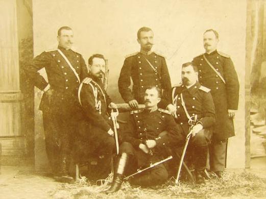 С други офицери