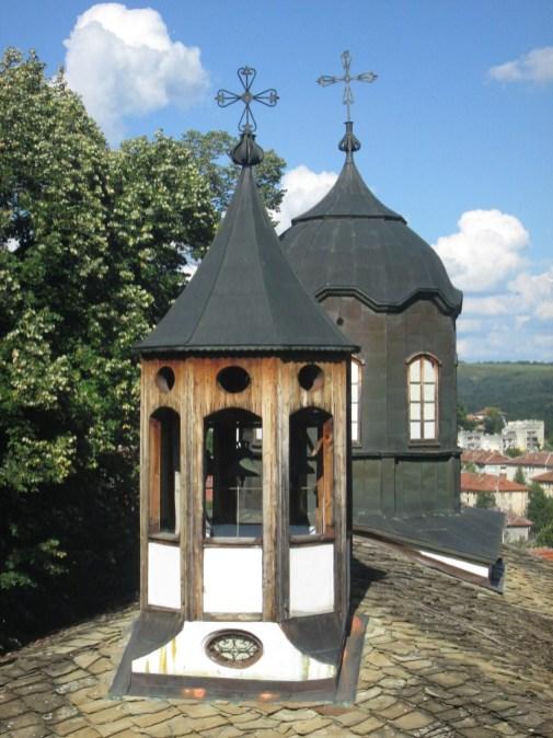 Камбанарията и купола