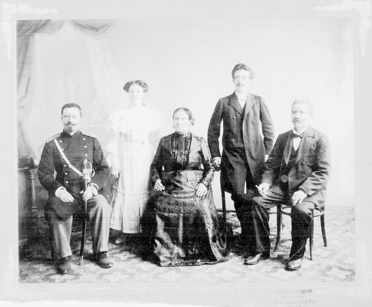 Пенчо Койчев със семейството си