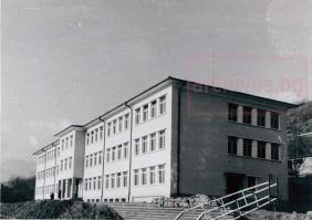 СОУ Максим Райкович - новата сграда, 1970 г.