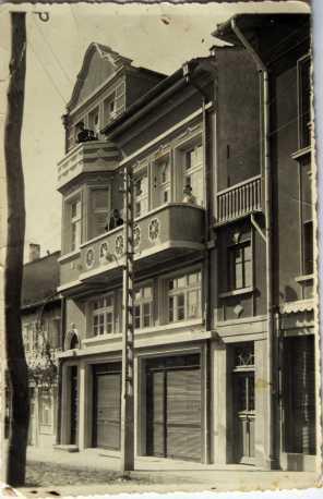 """Фото """"Елит"""". Сградата е запазена и днес."""