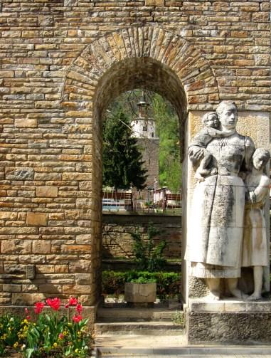 """Отлично съвпадение - кулата и арката на """"Майка България"""""""