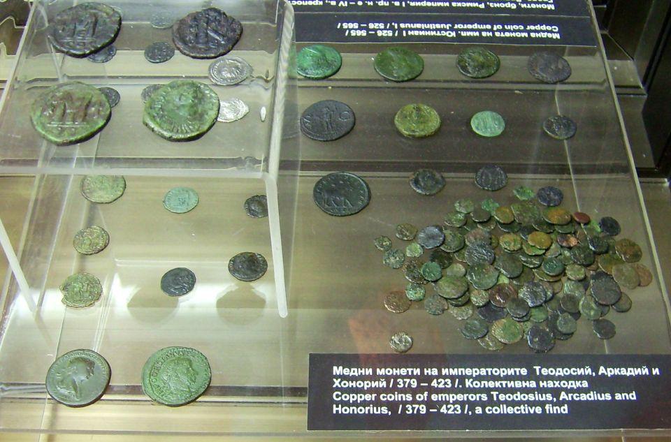 Монети от 4 век